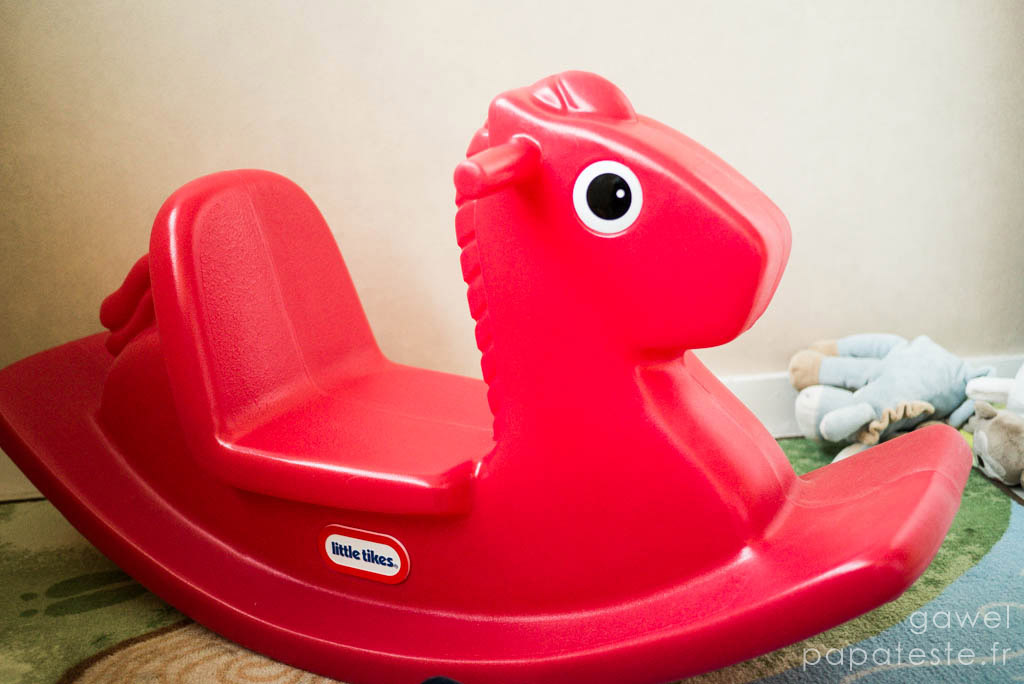 Little tikes le cheval bascule papa teste for Cheval a bascule exterieur